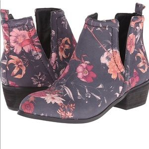 Sbicca Vintage Collection Leather Upper Ankle Boot